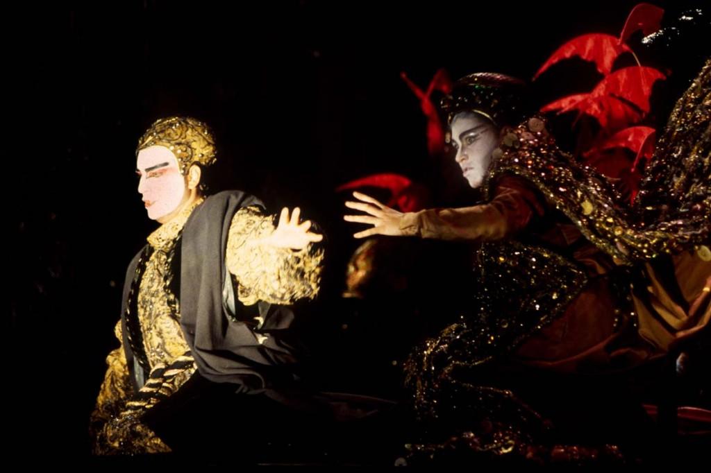 Semiramide, Rossini Opera Festival in Pesaro (1992) Michele Pertusi (Assur) and Iano Tamar (Semiramide) Direction, set and costume design by Hugo De Ana